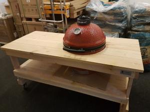 Een Douglas tafel in combinatie met een Kamado Joe Classic